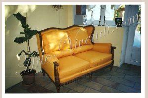 Ancien canapé tissus couleur jaune