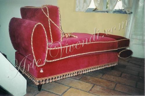 Ancien canape velours rouge avec passementerie