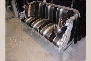 canape deux places avec coussins déco couleur noir gris argente bois peint argent