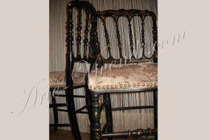 Deux chaises napoleon recouvert tissu peluche couleur sable