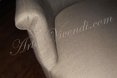 fauteuil ancien completement restauré couleur beige foncé