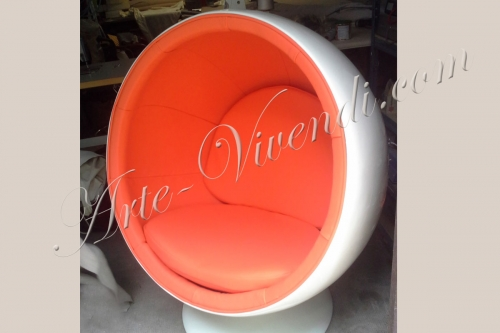 Eero Aarnio Ball chair fauteuil rond boulle blanc et orange