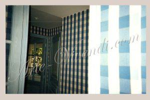 Tenture mural chambre hotel tissu carro bleu et blanc