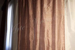 Rideau de soie sauvage rose avec sous rideau blanc